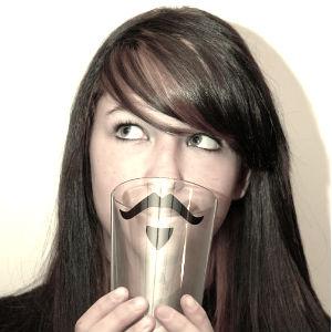 Почему у женщин нет бороды и усов?