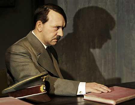 WExplain.ru - Почему Гитлер не любил евреев?