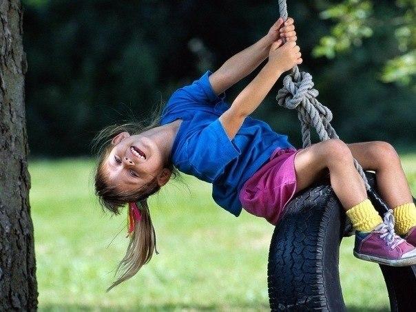 WExplain.ru - Почему дети любят качаться на качелях?
