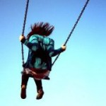 Почему дети любят качаться на качелях?
