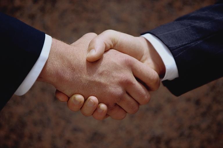 WExplain.ru - Откуда пошла традиция мужского рукопожатия?