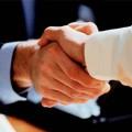Откуда пошла традиция мужского рукопожатия?