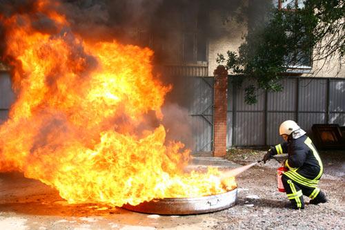 WExplain.ru - Почему вода гасит огонь?