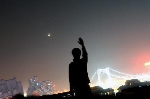 WExplain.ru - Почему больше половины развитого мира не видит звёзды?