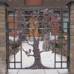 Как оформить дом кованым металлом?