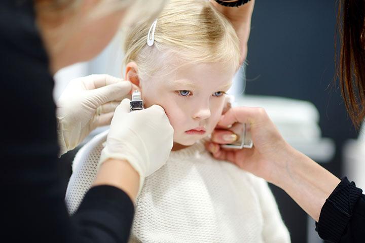 Когда прокалывать уши девочке?