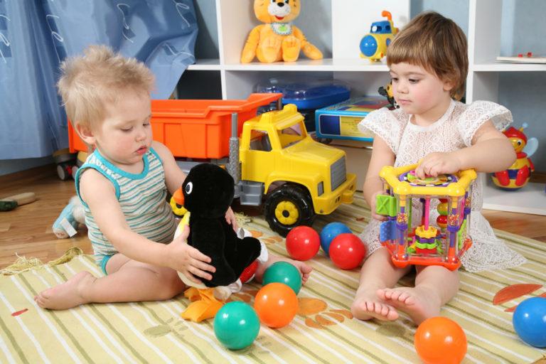 Как сформировать у ребенка правильное отношение к игрушкам?